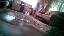 Gizli kamerayla eşinin kızını darp ettiğini görüntüledi
