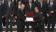 Cumhurbaşkanı Erdoğan, ödüllerini sahiplerine teslim etti