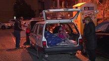 Beşiktaş'ta evi olmayan aile arabada yaşıyor