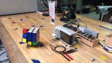 Kendi kendini çözen Rubik küpü