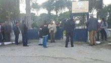 Öğrenciler veli toplantısı öncesi okul müdürünü tüfekle vurdu