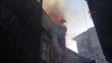 Beyoğlu Tarlabaşı'nda bina yangını!
