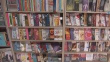 Çöpten topladıkları 4 bin 20 kitap ile kütüphane kurdular