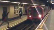Trenin geldiği sırada karşıdan karşıya atladı