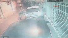 Sarıyer'de bir kişi yol boyunca yaklaşık 20 aracın lastiklerini bıçakladı