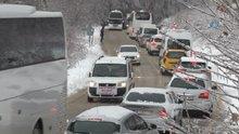 Uludağ'da kar yüzünden yol kapandı!