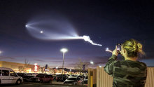 SpaceX roketinin ışık görseli şehir merkezinden böyle görüldü!