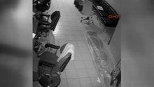 Berber dükkanında hırsızlık güvenlik kamerasında
