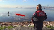 Kaçak midye avcıları polis ve zabıta ekiplerini görünce denize kaçtı