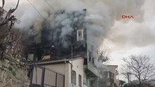 Üsküdar'da 3 katlı ahşap binada yangın