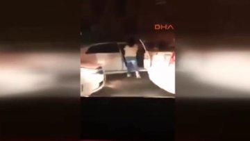 Genç kız, laf atan sürücüyü tekme tokat dövdü