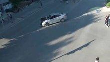 Trafik kurallarına uymayan iki kadın ölümden döndü