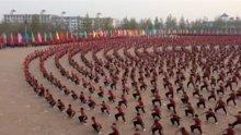 Binlerce Kung Fu'cunun aynı anda yaptığı şov