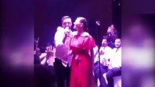Alişan Buse Varol ile sahnede düet yaptı