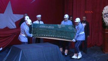 Münir Özkul için Muhsin Ertuğrul Sahne'sinde tören düzenleniyor