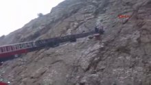 Tırmandığı kayada mahsur kaldı