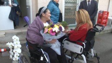 Otobüse alınmayan engelli kadından çiçeklerle özür dilediler