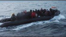 Lastik botta yardım bekleyen 49 göçmen kurtarıldı