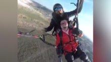 Çin'de paraşütle atlarken bayıldı