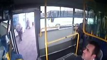 Otobüs şoförü rahatsızlanan yolcuyu hastaneye yetiştirdi
