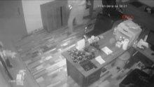 Otoparkta lüks otomobil hırsızlığı kamerada