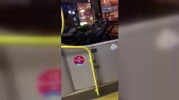 Seyir halindeyken maç izleyen otobüs şöförü