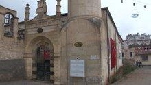 Bombalanan camide ezan susmadı
