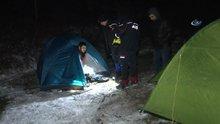 Ailelerinin ulaşamadığı öğrenciler, arazide çadırda uyurken bulundu