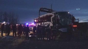 Yolcu otobüsü yan yattı: 2 ölü, 21 yaralı