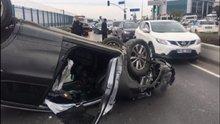 Takla atıp ters dönen aracı, trafikte kalan sürücüler çevirdi