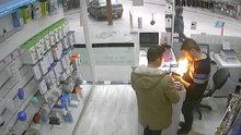 Batarya tamircinin elinde böyle patladı