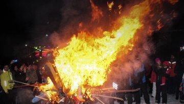 Olimpiyat sonuçlarına kayak takımı yakarak tepki gösterdiler!