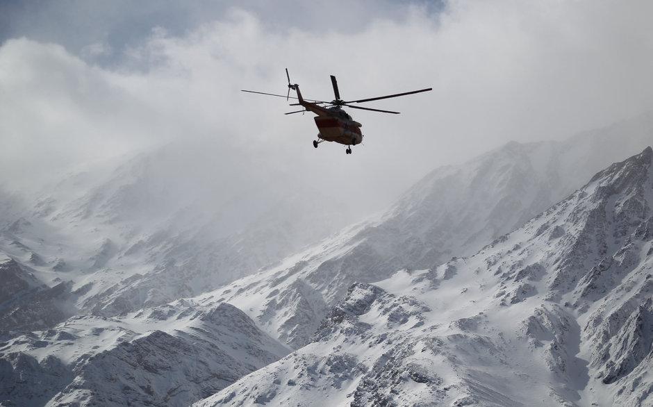 İran'da düşen yolcu uçağının enkazı bulundu