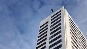 75 metreden atladı, paraşütü açılmadı