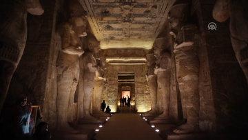 Mısır'da II. Ramses heykeline güneş vurdu