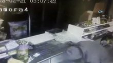 Kaçtıkları taksiye para yerine çaldıkları bilgisayarı veren hırsızlar kamerada