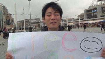 Taksim'de Japon turistlerden sarılmak bedava