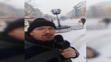 Kar sevincini sokakta mikrofonla haykırdı