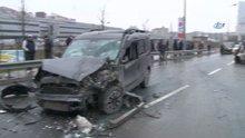 Bağcılar'da bir minibüs ve 3 aracın karıştığı zincirleme kazada 5 kişi yaralandı