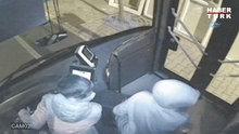 Otobüs kaçıran dört küçük çocuk kamerada