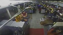 Otobüs şoförüne tornavidalı saldırı kamerada