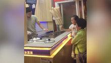 Maraş dondurmacısının şakasını kursağında bırakan çocuk