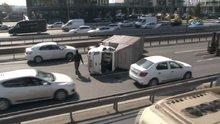 E-5'te kamyonet devrildi, trafik kilitlendi