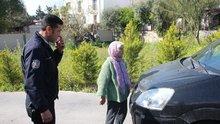 Akıl olmaz olay! 89 yaşındaki kadın yola fırladı, caddeyi trafiğe kapattı!