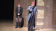 """Sultan 2. Abdülhamid Han'ın hayatını konu alan """"Usta"""" oyunu Muş'ta sahnelendi"""