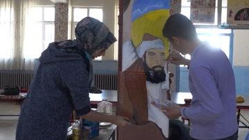 Bingöl'de bir öğretmen, öğrencileriyle birlikte okulun koridorlarını sanatsal çizimler yaparak süsledi.