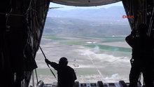 Paraşütçü komandolar hünerlerini sergiledi