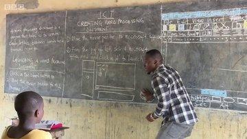 Kara tahtada bilgisayar öğreten Ganalı öğretmene büyük ilgi