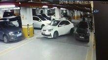 Sürücünün yanlış parka kızıp otomobilin silecekleri kırdığı anlar kamerada