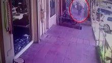 Tarihi Büyük Valide Han'da alışveriş yapan şahıs 1 buçuk metrelik boşluğa böyle düştü